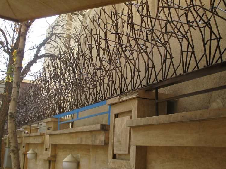 اجرای حفاظ شاخ گوزنی در دیوارهای ممتد غیر یکنواخت